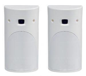 Dos detectores de movimiento con cámara de vídeo
